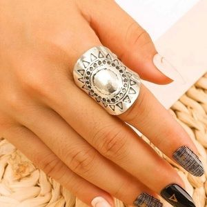 5/$12 💞 Silver Sun Boho Large Ring
